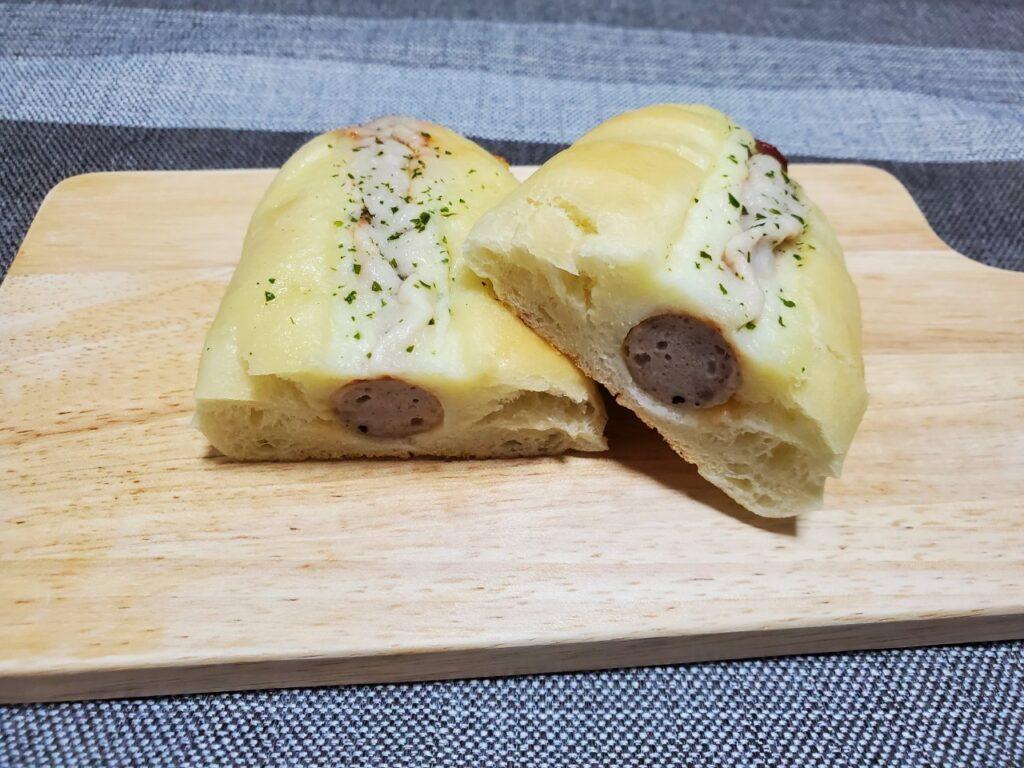 """【ブーランジェリー ファヴール】""""自家製ウィンナーのチーズドッグ"""""""