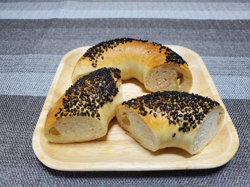 """【パン工房 ラ・カンパーニュ】""""国産小麦とライ麦のさつまいもベーグル"""""""
